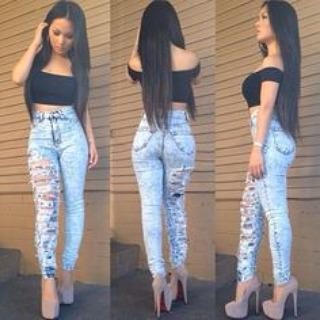 #rippedjeans #style #straighthair #loveit #nudepumps #highwaistedrippedjeans #bl…