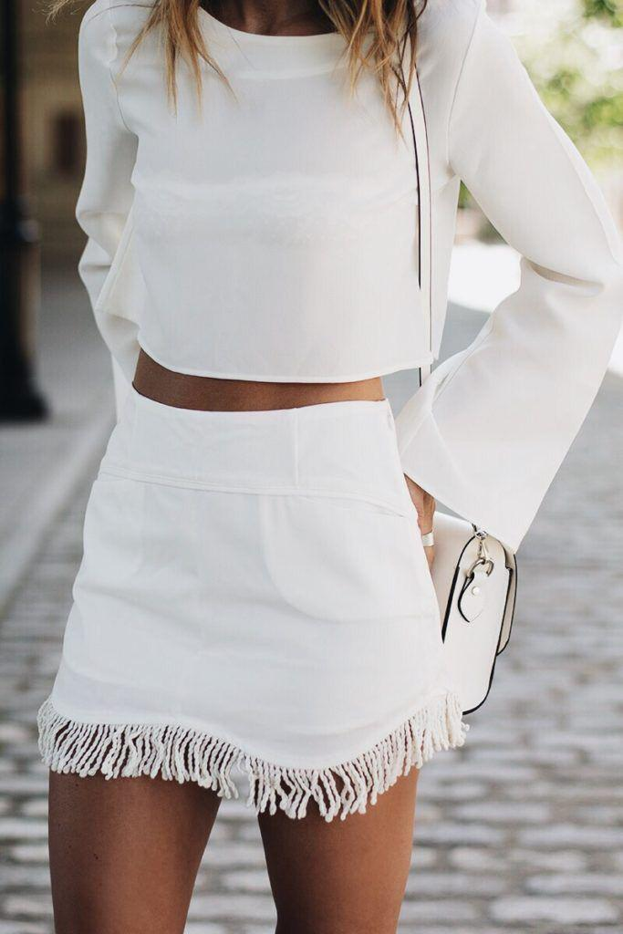 Cute Honeymoon Outfits Ideas: An all white outfit is so chic