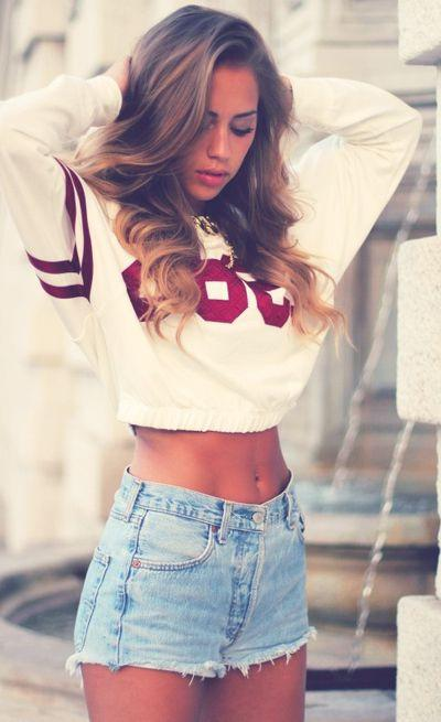 Cropped jersey sweater looks awesome with blue denim shorts: