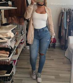 Casual Curves: Casual Style for Hourglass Figures