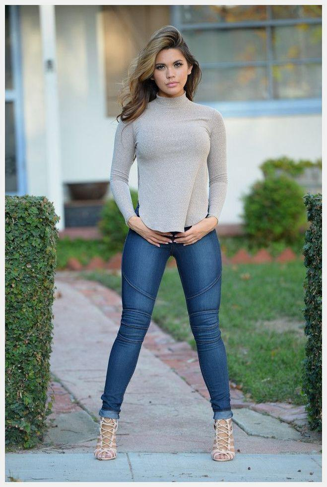 babb854bd2257 Best Light Jeans Outfits For Girls | Casual Denim Outfits Women on ...