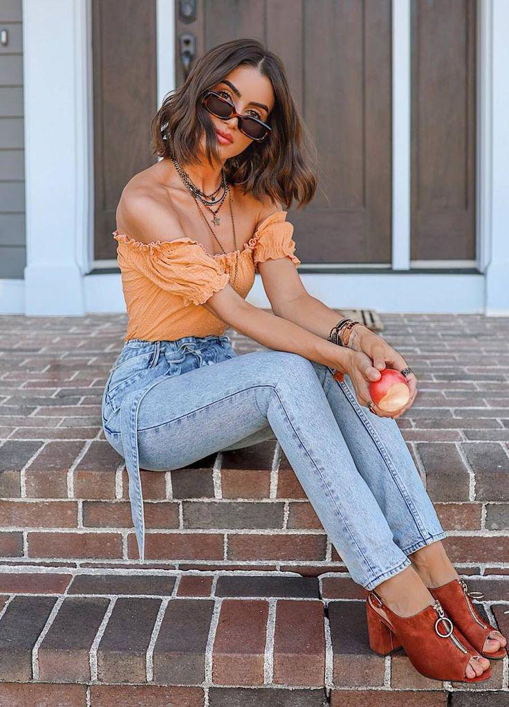 Brown heels and orange top Blusas Lovely Outfits With Style Jeans – Denim Outfits 2019