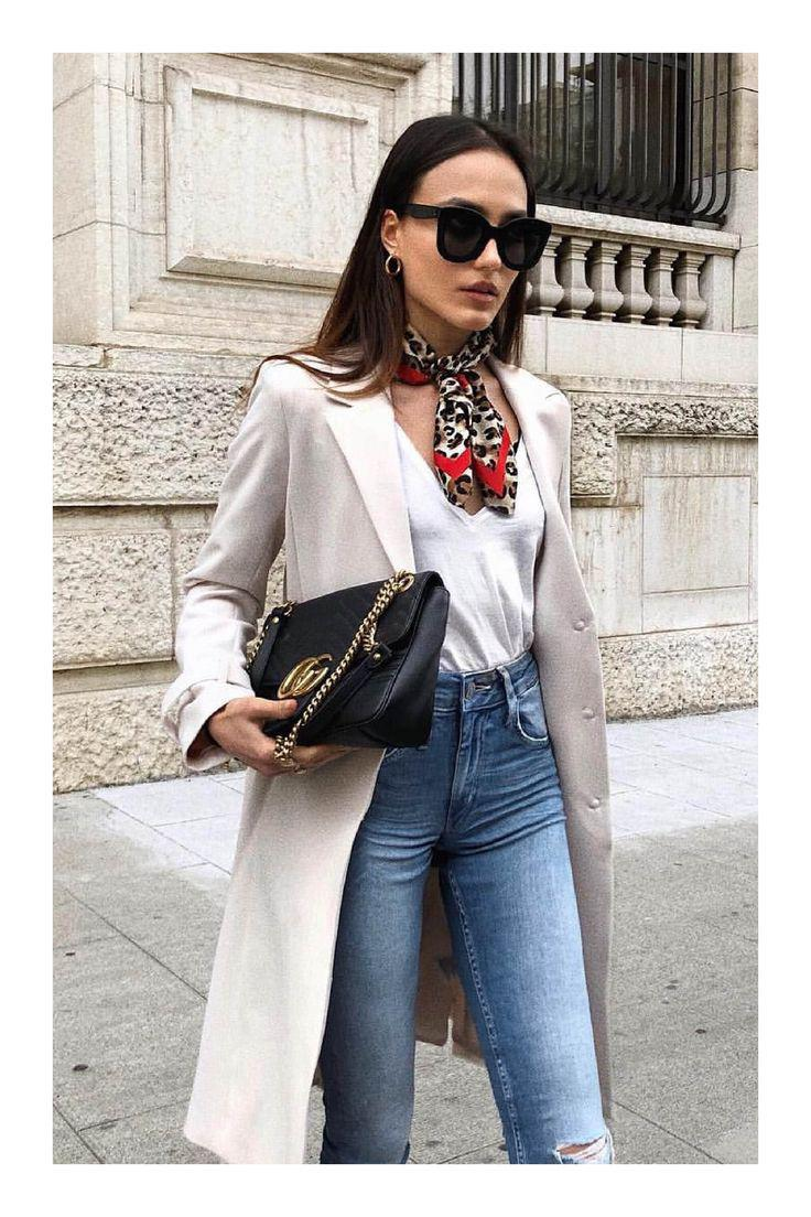Touch of glamour look with long shiny court with your Jeans – Jeans Outfit Ideas