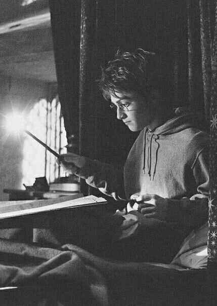 Hogwarts School of Witchcraft and Wizardry. Harry Potter Hermione Granger
