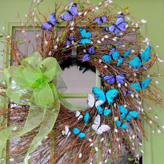 Coronas navideñas con mariposas