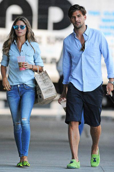 Matching outfit ideas for couples – Simple wearing clothes in the same color.