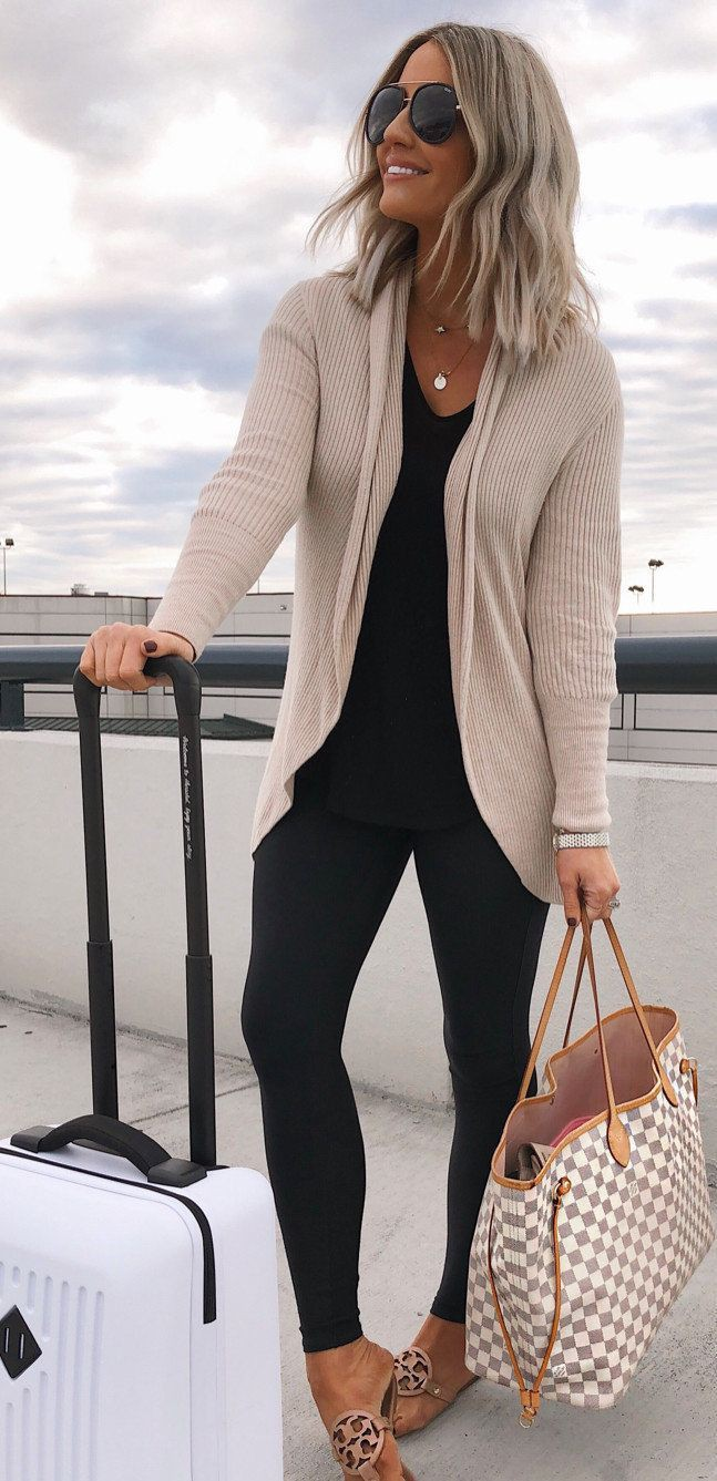 Casual vacation outfit with leggings