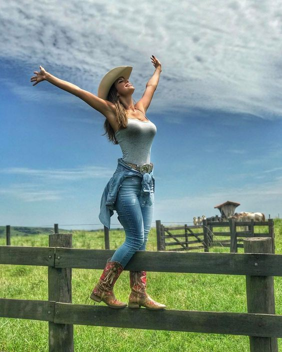 Cowgirl jeans outfit ideas with boot