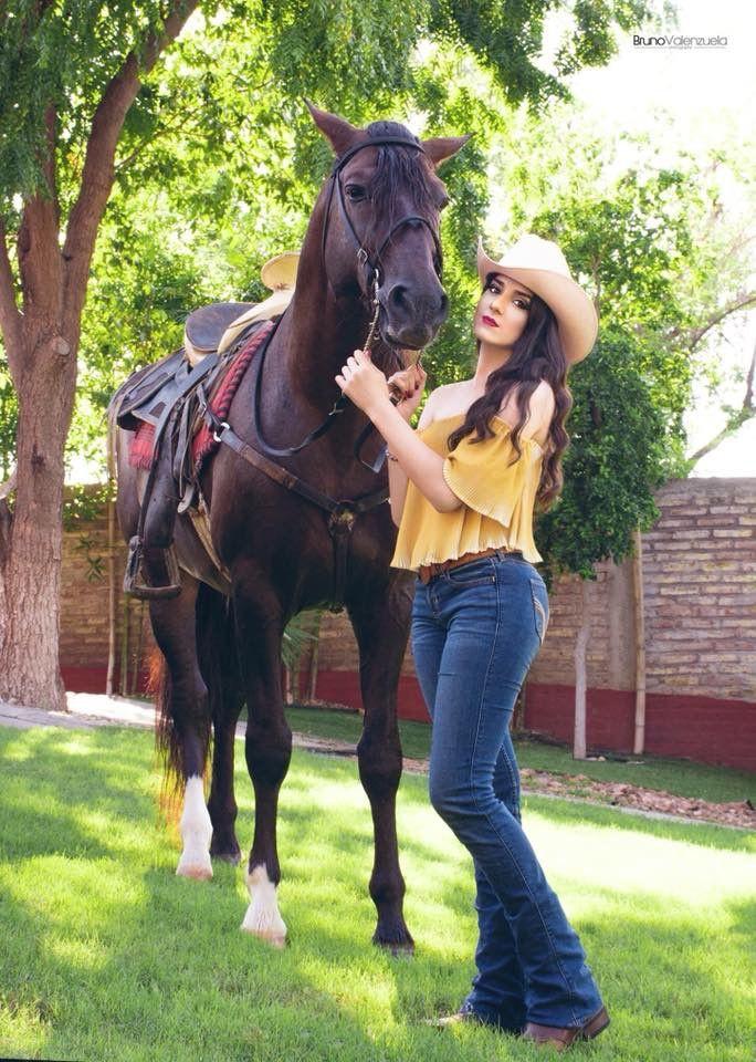 Cowgirl Miranda Lambert,  Cowgirl Outfit