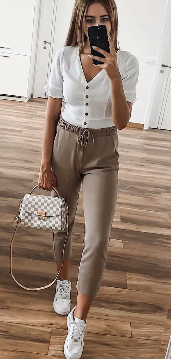 5dbf3dbe14 woman wearing brown capri pants  summer  outfits style on Stylevore