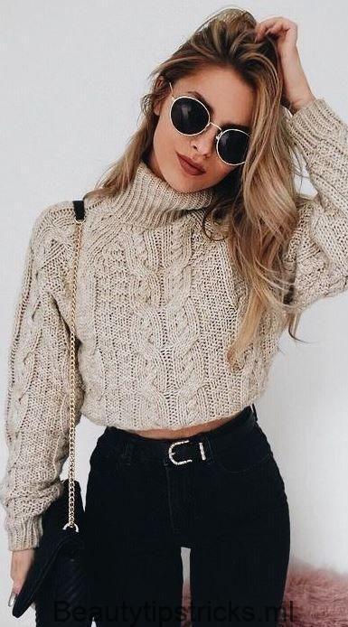 Outfit con sueter crop top