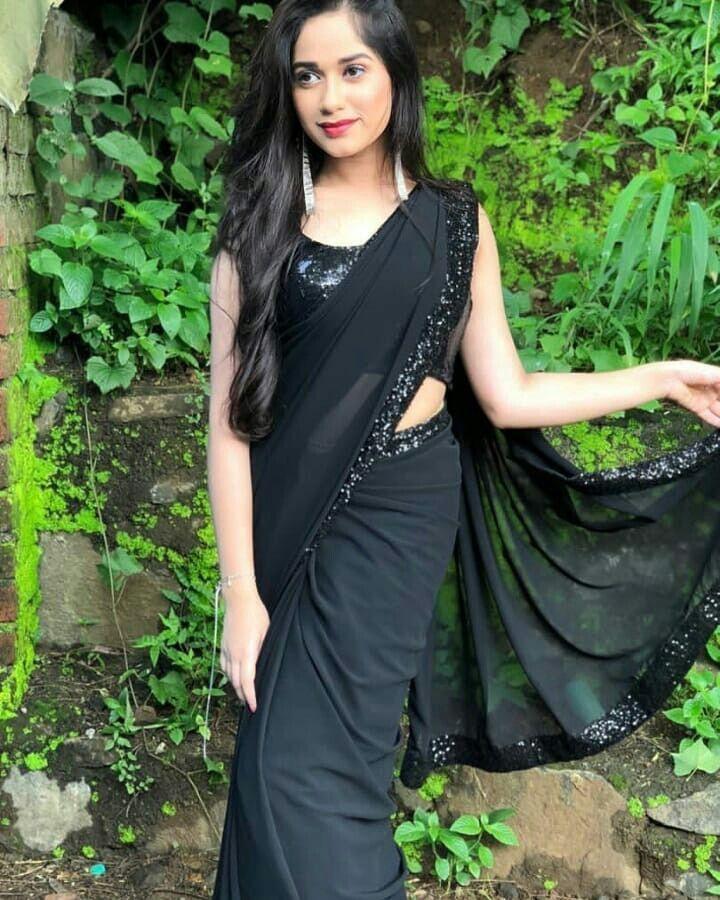 Jannat Zubair Hot Look In Saree