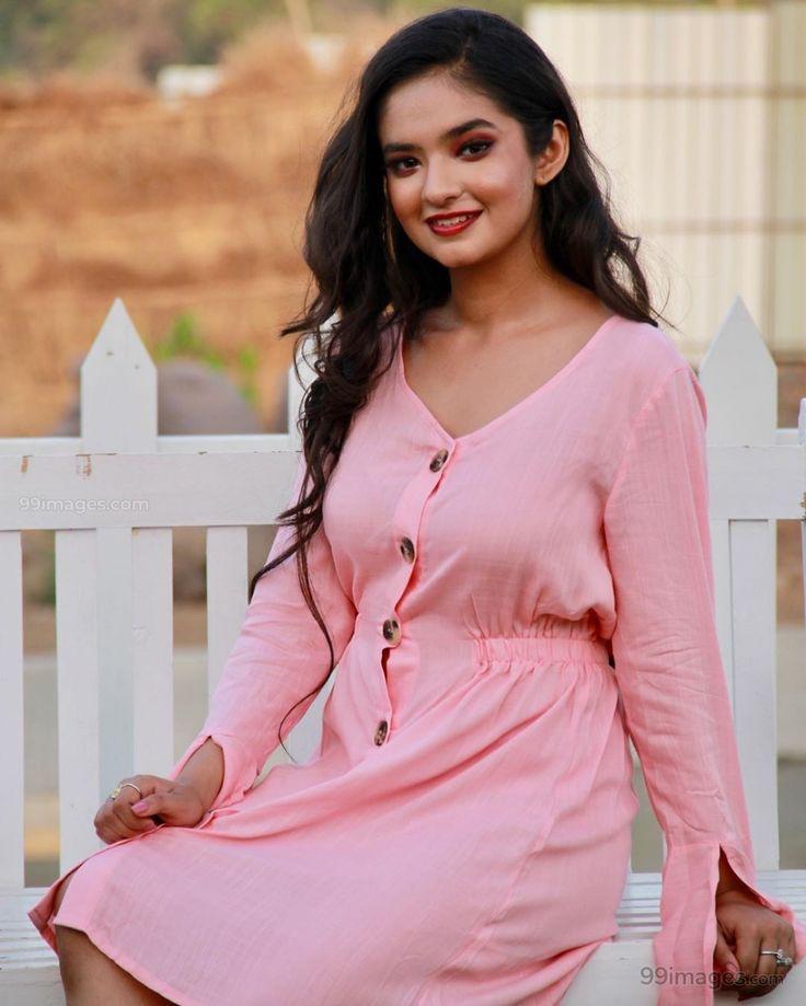 Anushka Sen Looking Gorgeous In Pink Dress