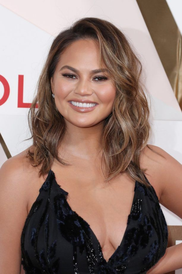 short hairstyles for round faces with double chin on stylevore