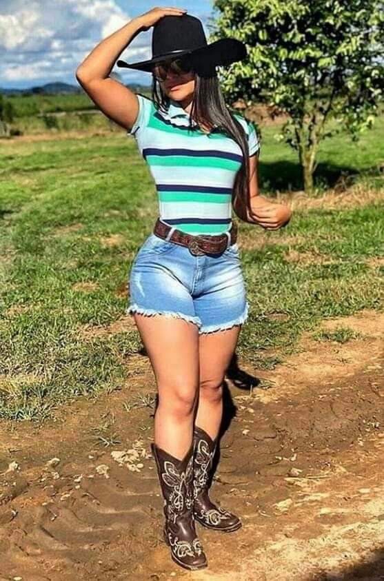 Modern Cow Girl Outfit With Shorts and boots