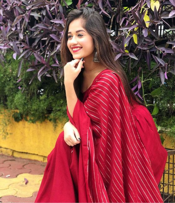 Jannat Zubair Rahmani In Hot Red Saree