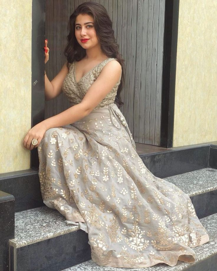 Aditi Bhatia In Yeh Hai Mohabbatein Set