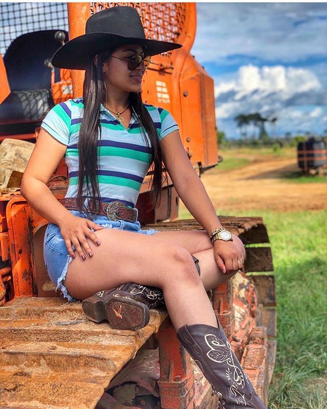 Summer Cowgirl Outfits With Shorts