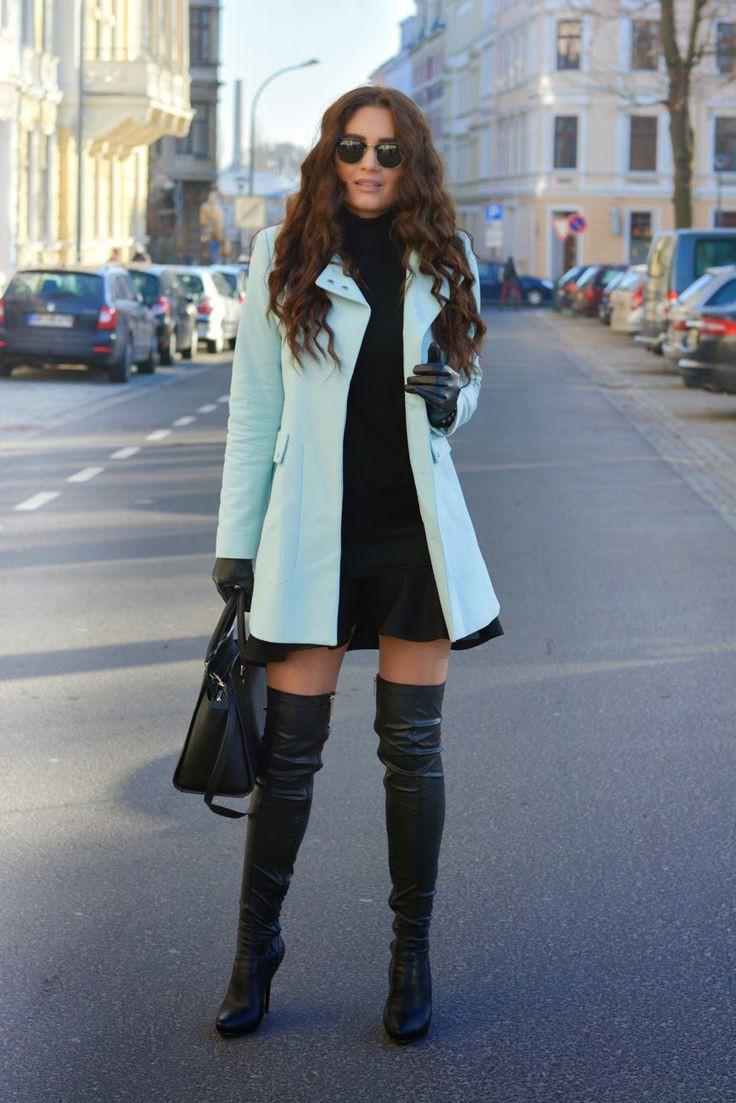 Abrigo y botas largas de mujer