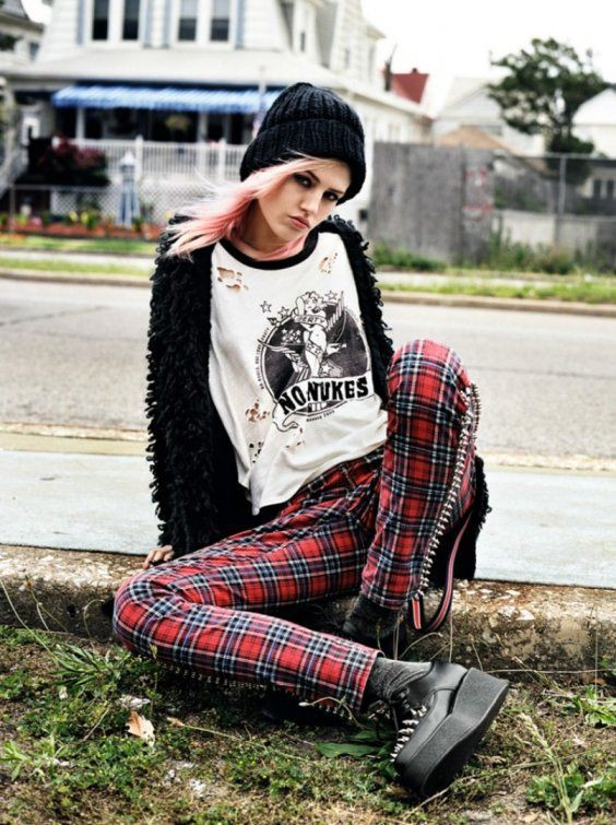 Female edgy punk outfits