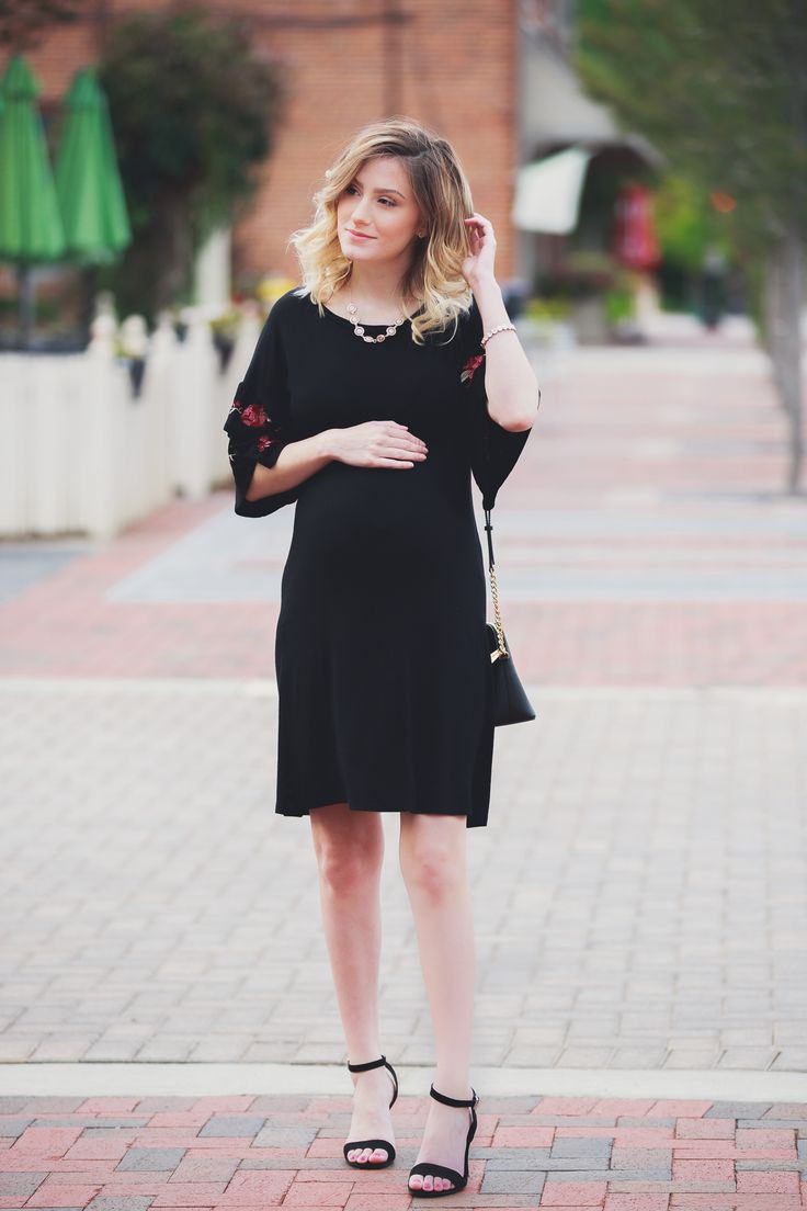 Best Maternity Outfit Ideas : Embroidered Ruffle Sleeves