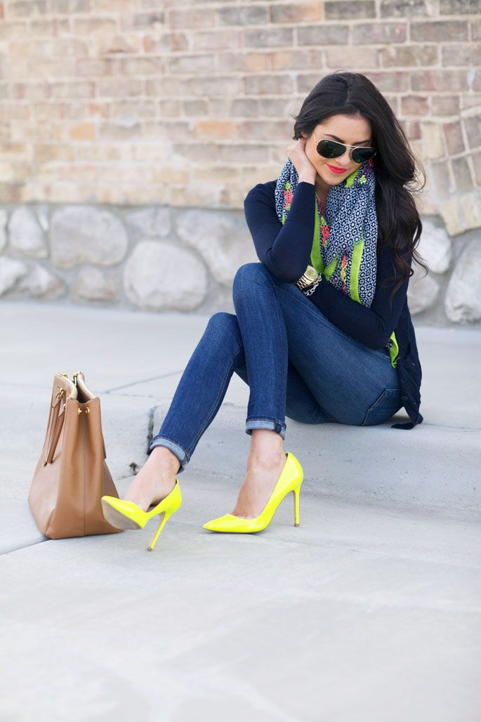 Outfit con zapatillas amarillas, High-heeled shoe