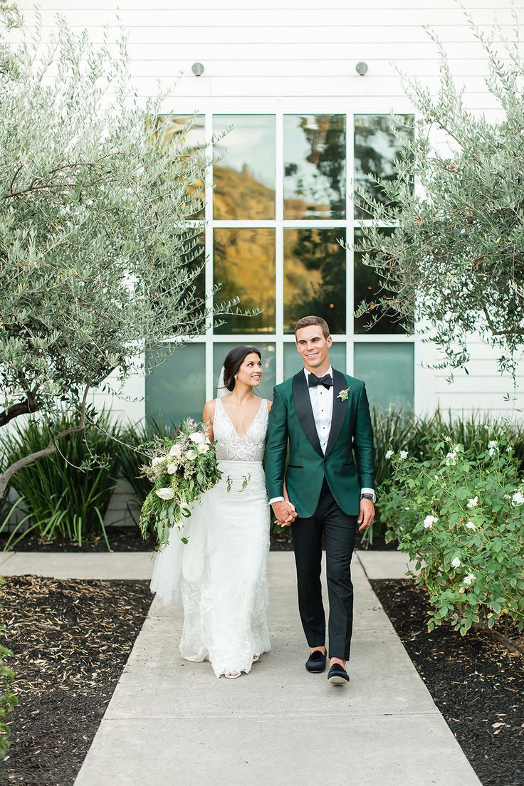 Dress For A Country Wedding, Touch of Modern, Floral design