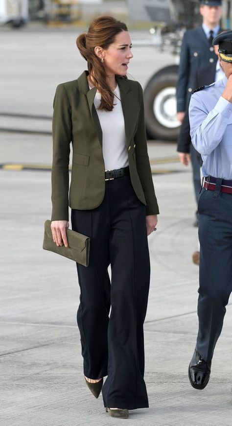 Affordable and elegant pants 2019 trends, Slim-fit pants