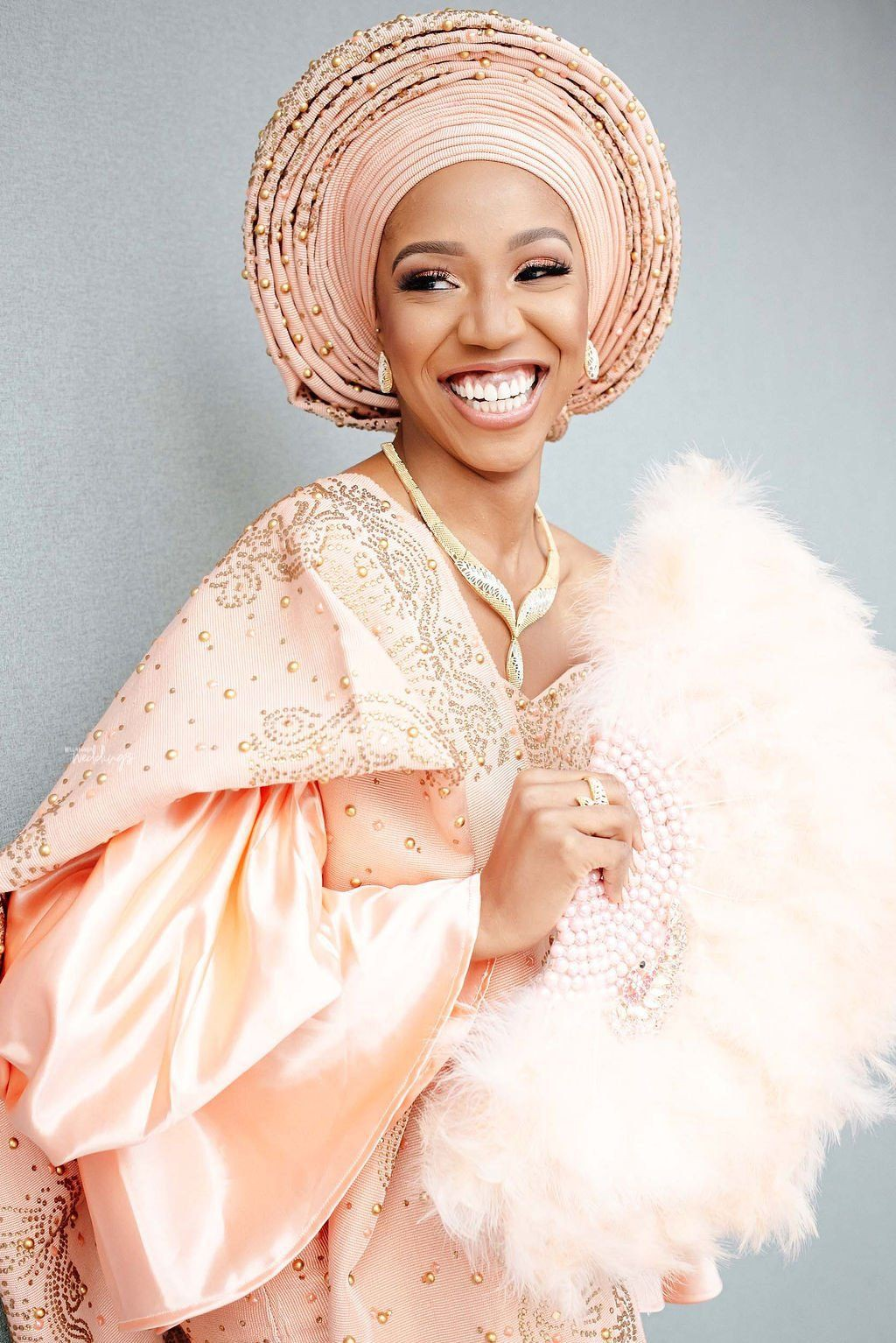 Chilling ideas fashion model, Aso ebi