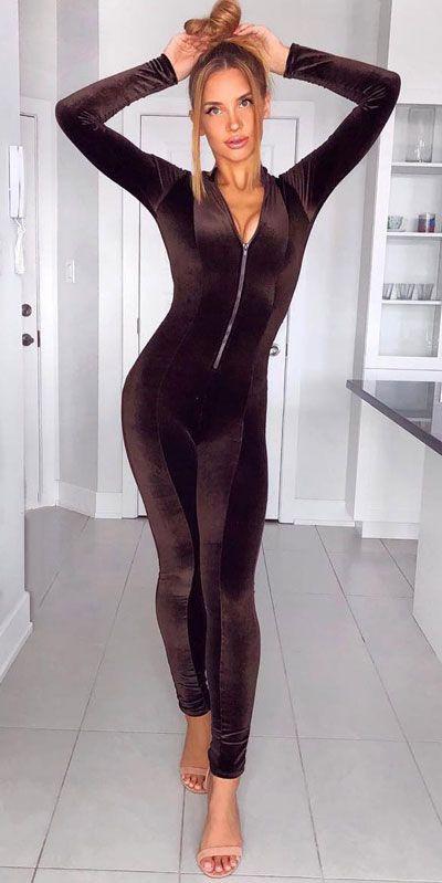 Mono mujer de terciopelo, Romper suit