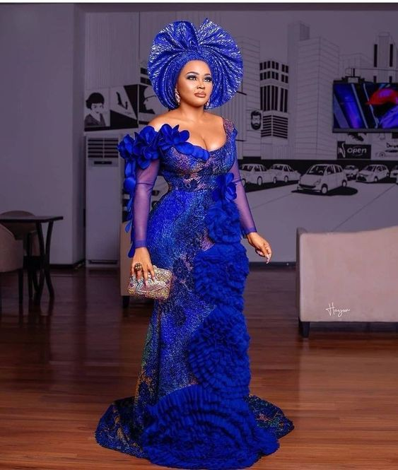 I love this outfit! Aso ebi, African wax prints