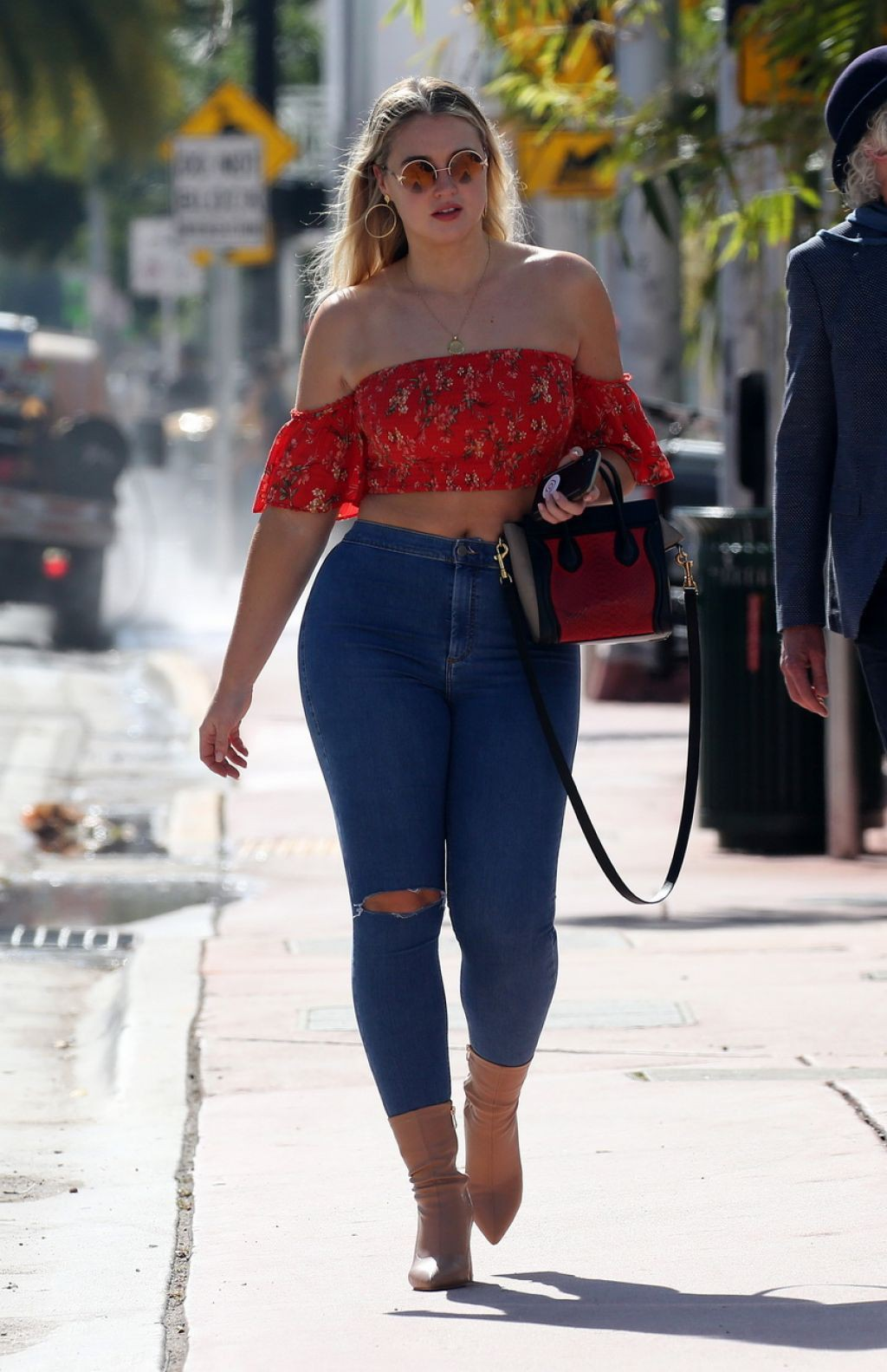 Iskra Lawrence, Slim-fit pants