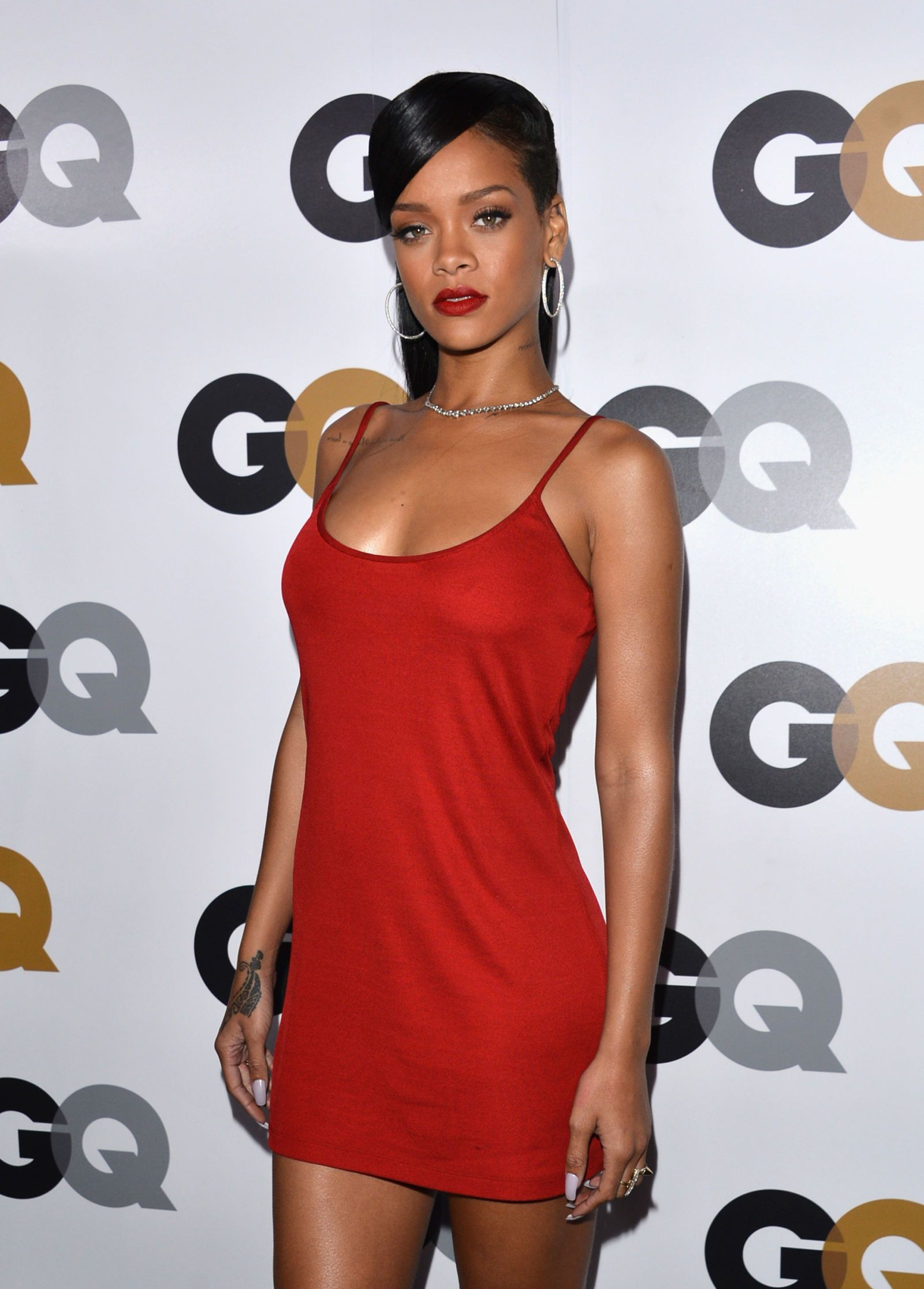 Check latest rihanna in red, 2013 American Music Awards