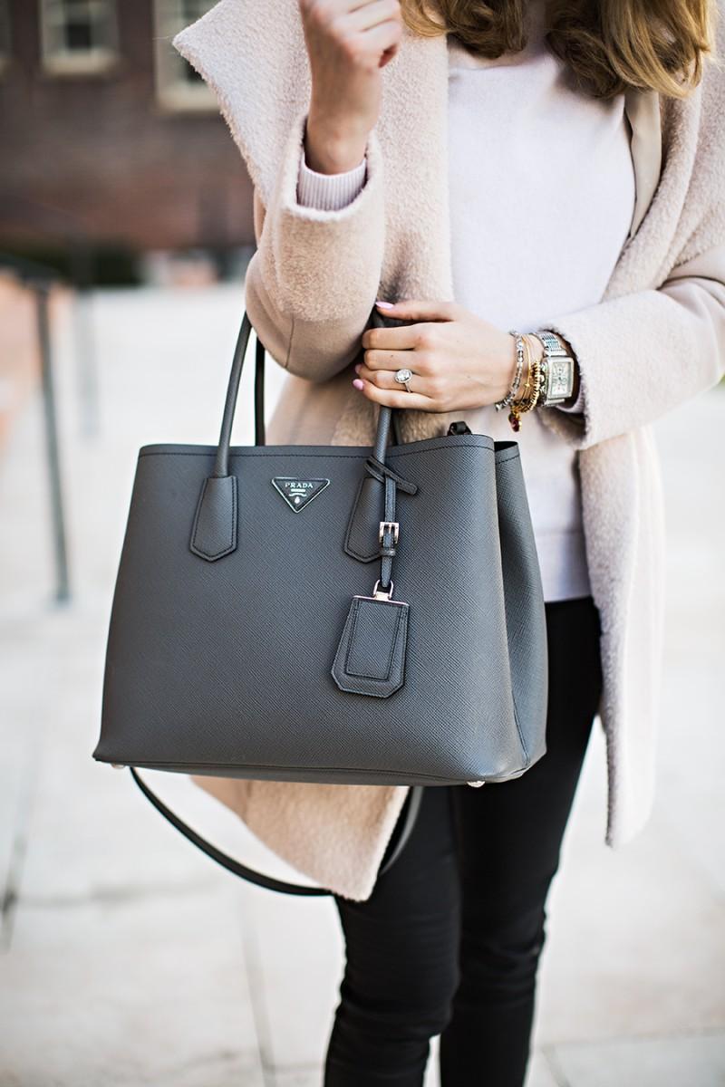 Fantastic women wearing handbags, Hobo bag