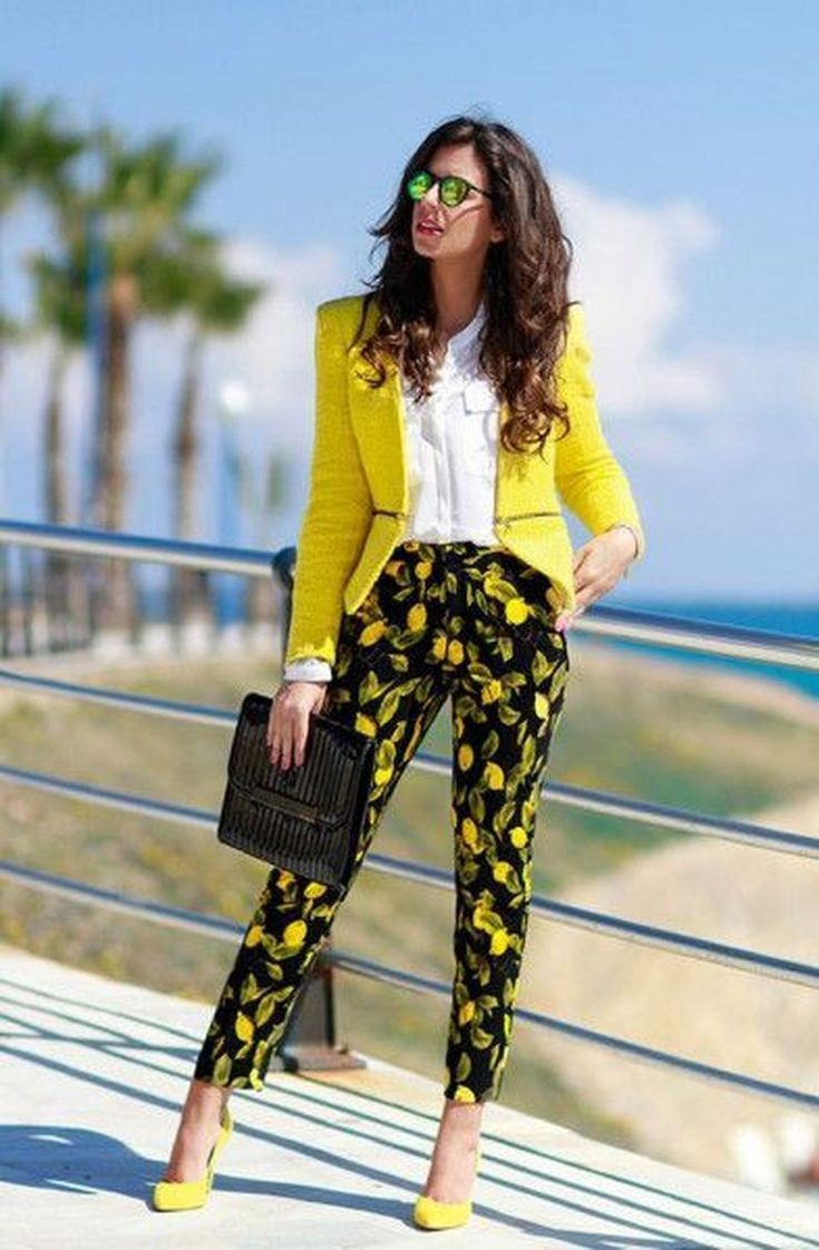 Outfit con traje para mujer
