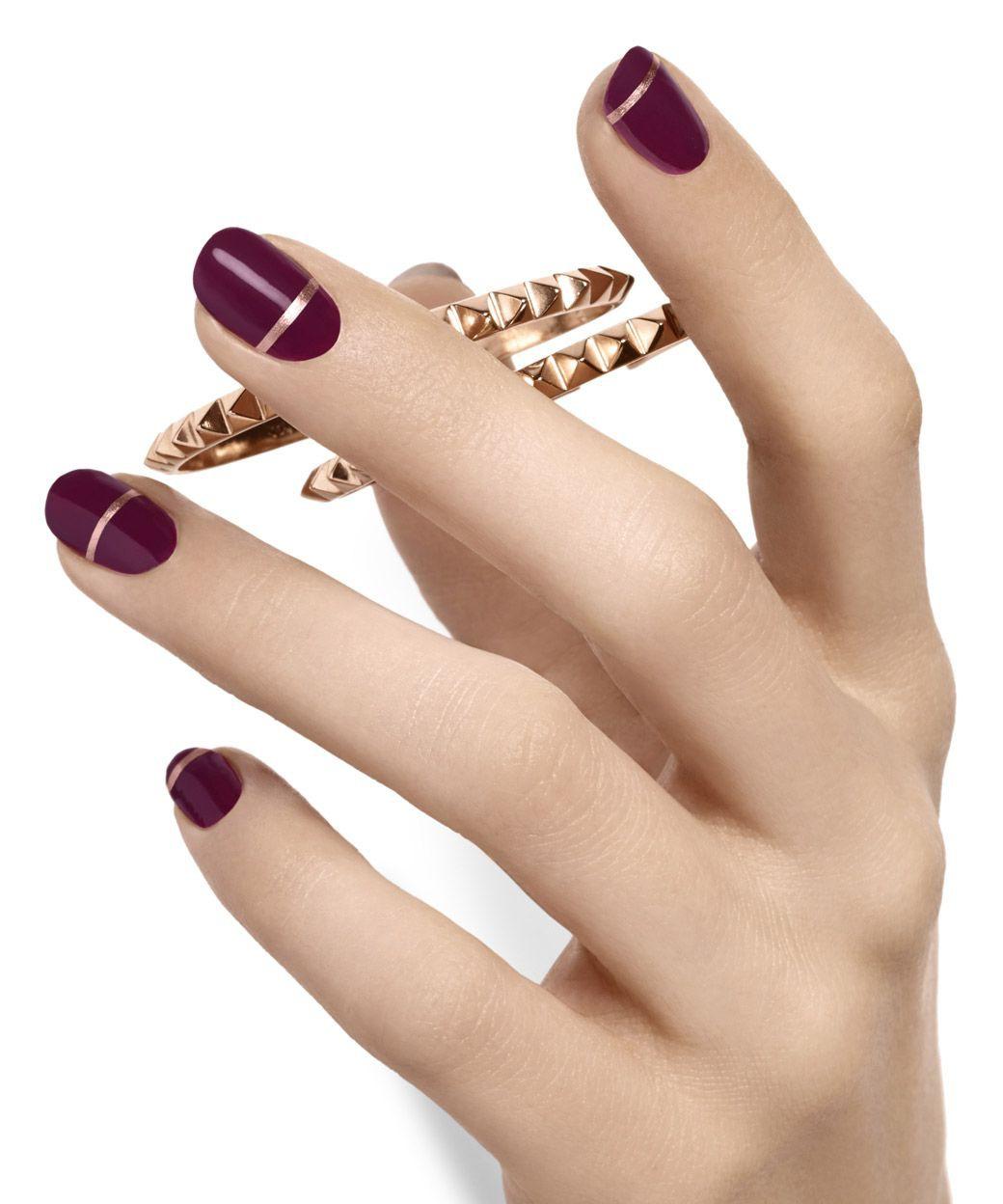 Maroon gold nail art, Nail art