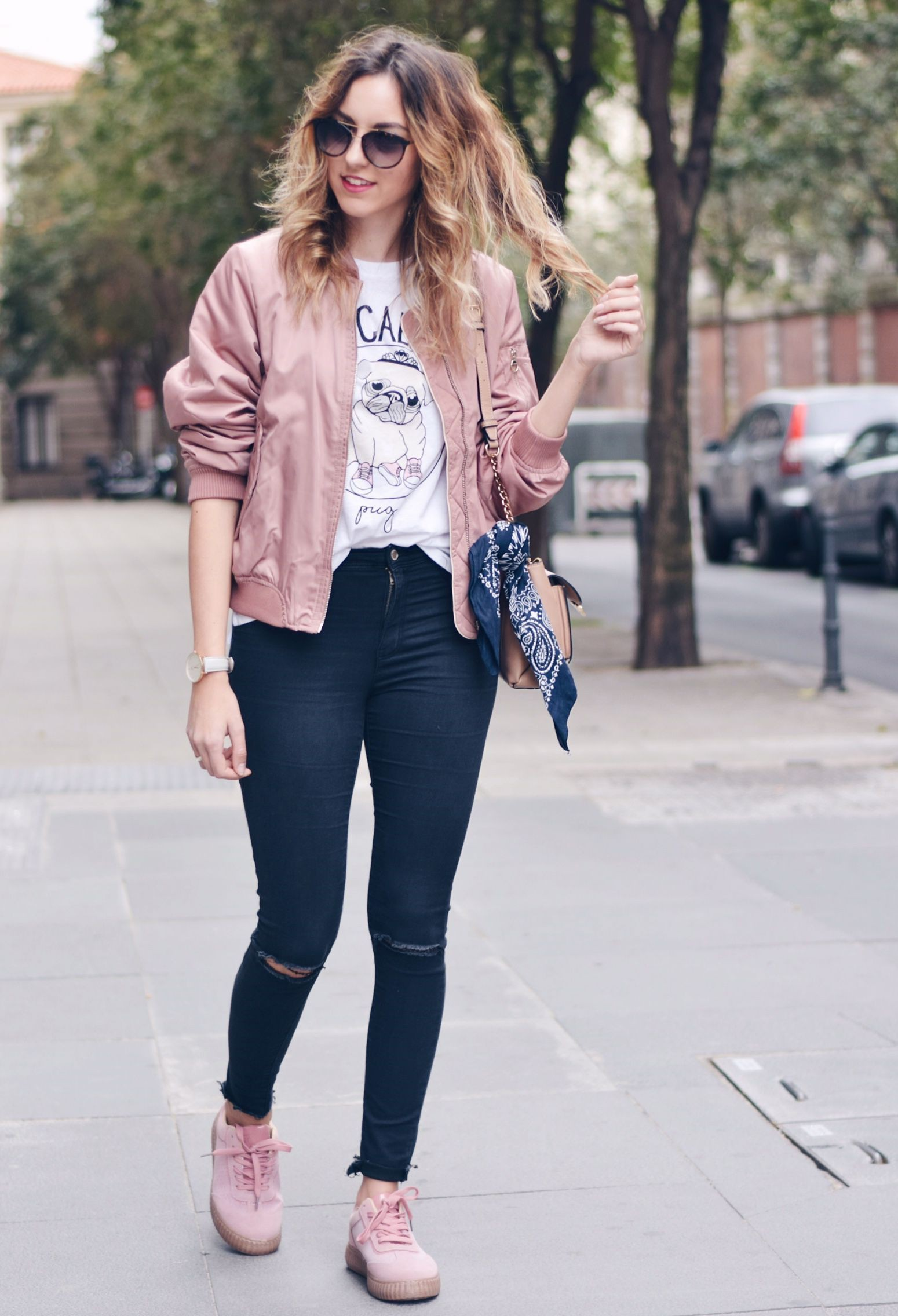 Outfit con tenis rosas, Casual wear