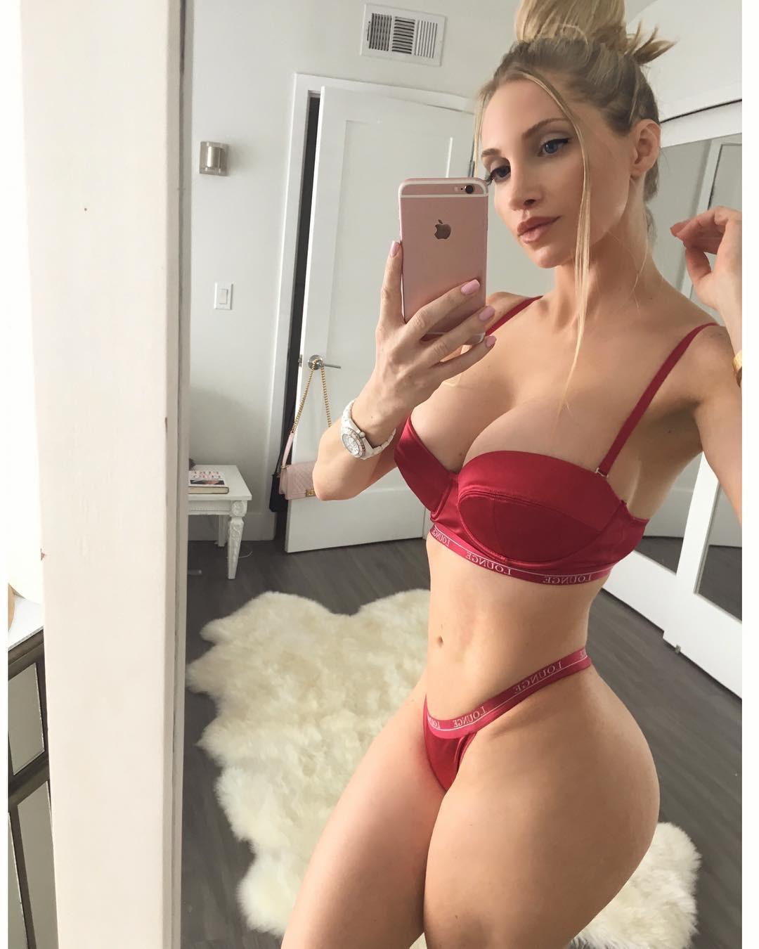 Amanda elise lee sexiest, Sexy bikini