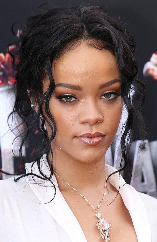 Rihanna 2014 mtv awards makeup, Microsoft Theater