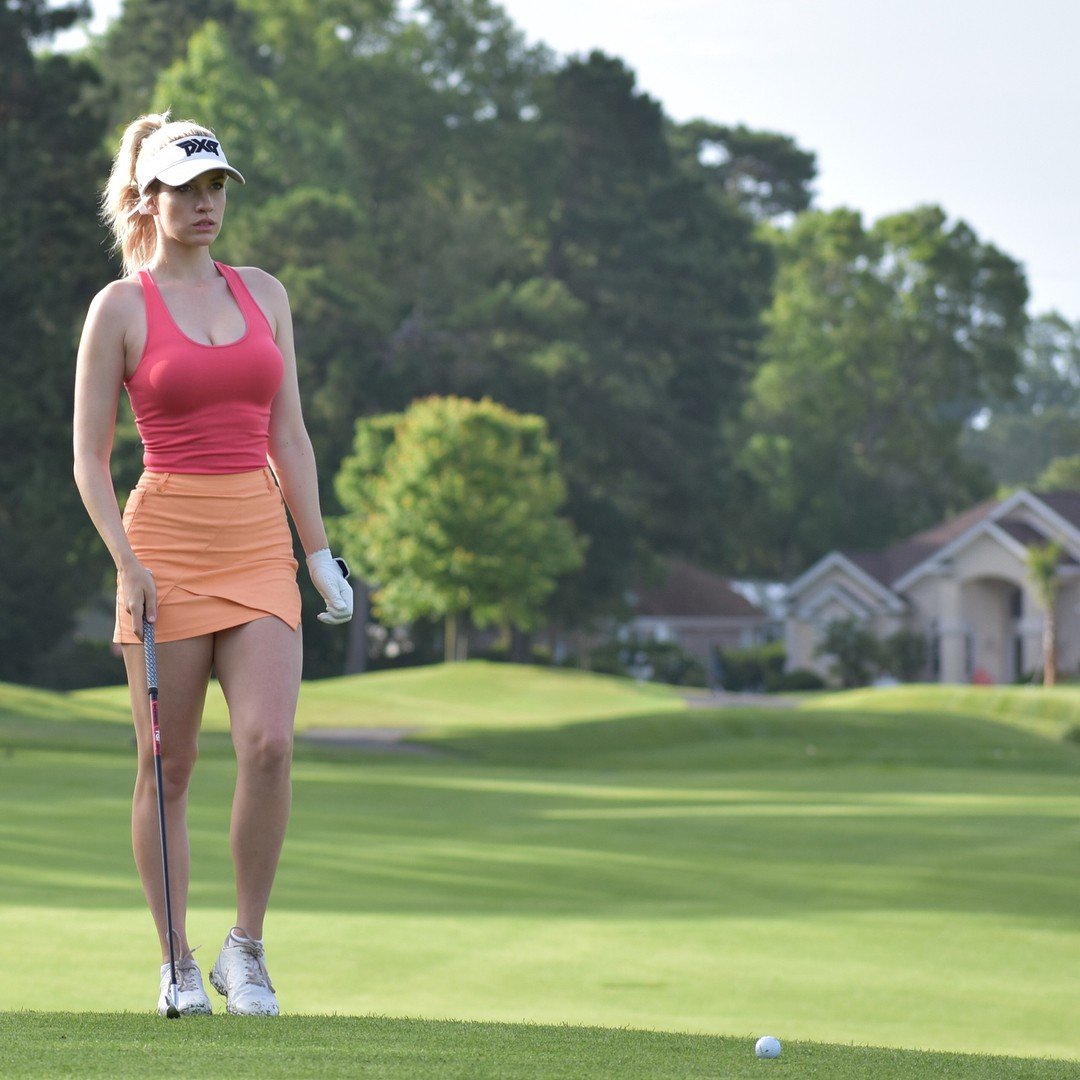 In-trend cute golf girl, Hole in one