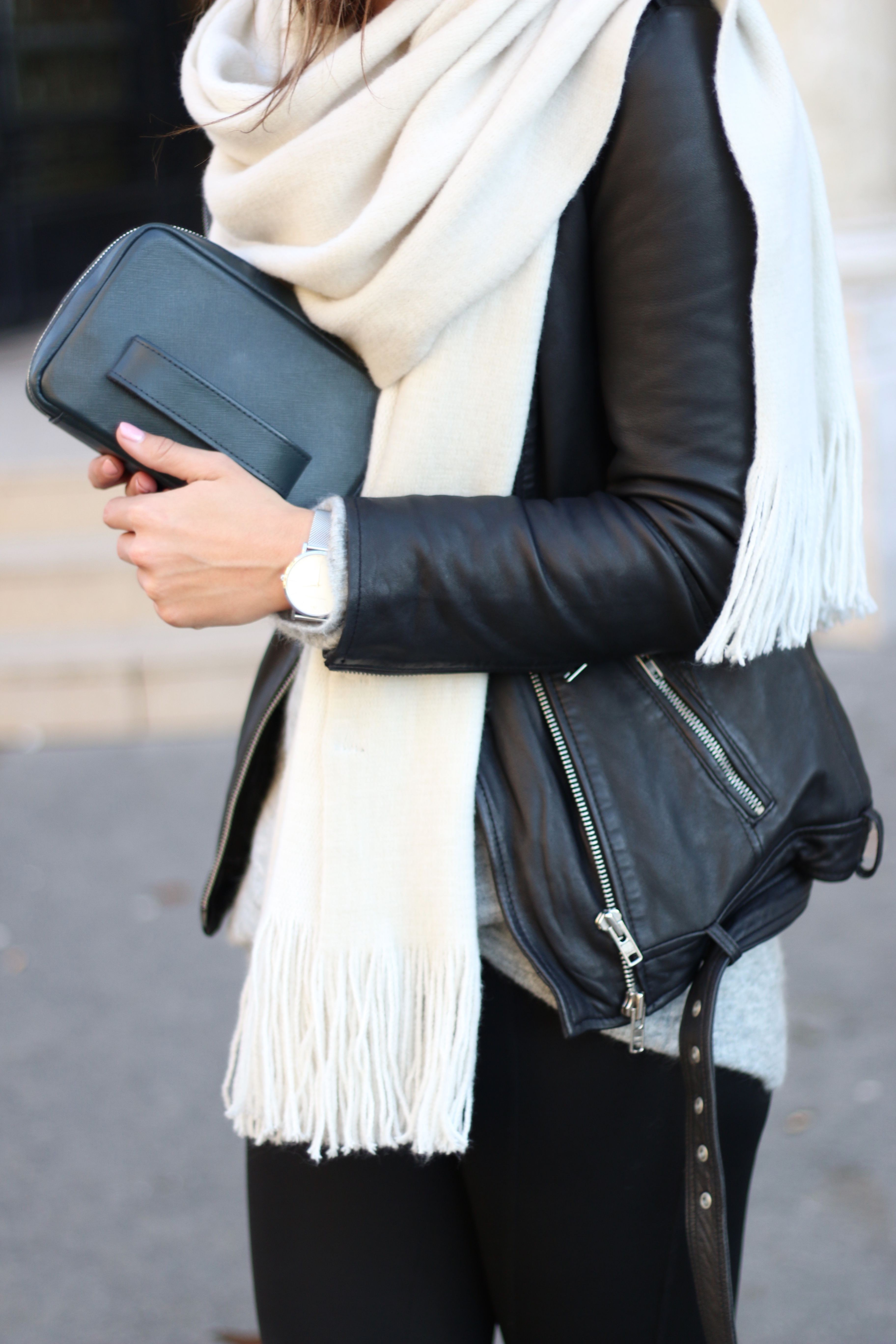 Sophisticated echarpe blanche, Cashmere wool