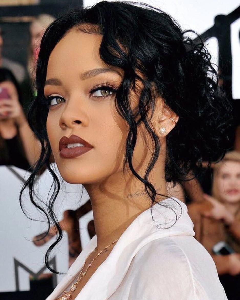 Asians most admired rihanna navy, Pour It Up