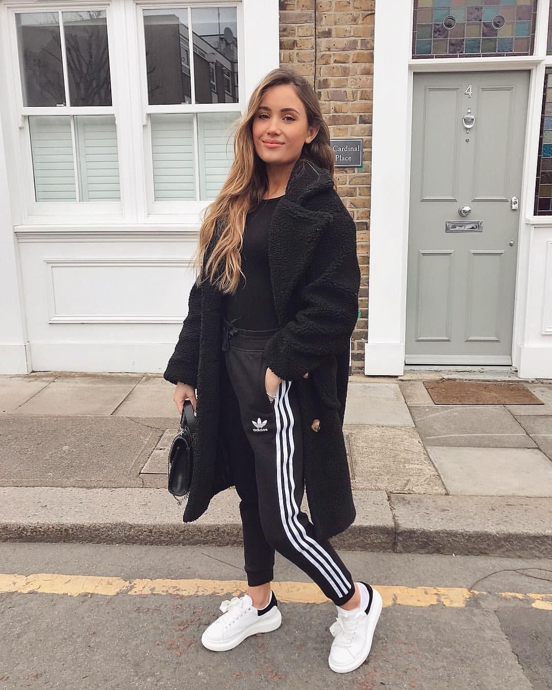 Look jogging adidas femme, Adidas Superstar | Jogger Outfit Ideas ...