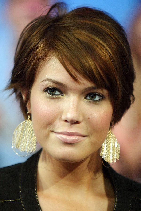 Round face short hairstyles for thick hair