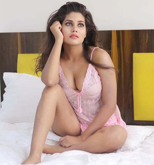 Cool comfy amanda sharma, Prajakta Dusane
