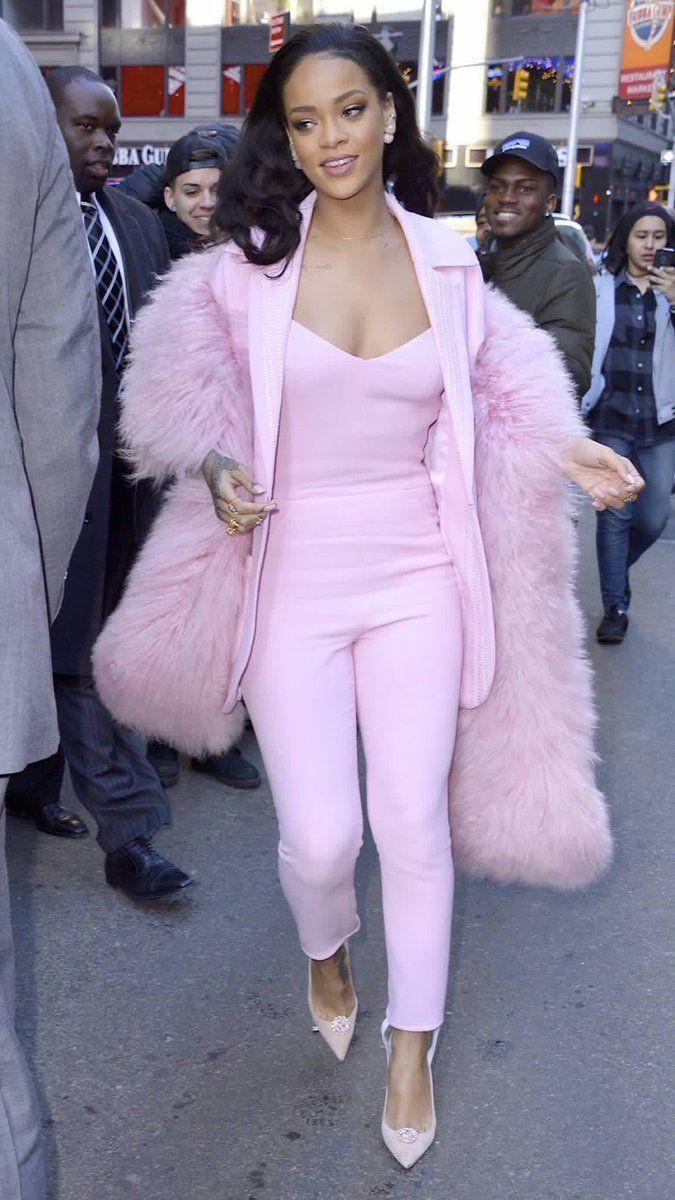 Superb choice of rihanna pink look, Jay Z