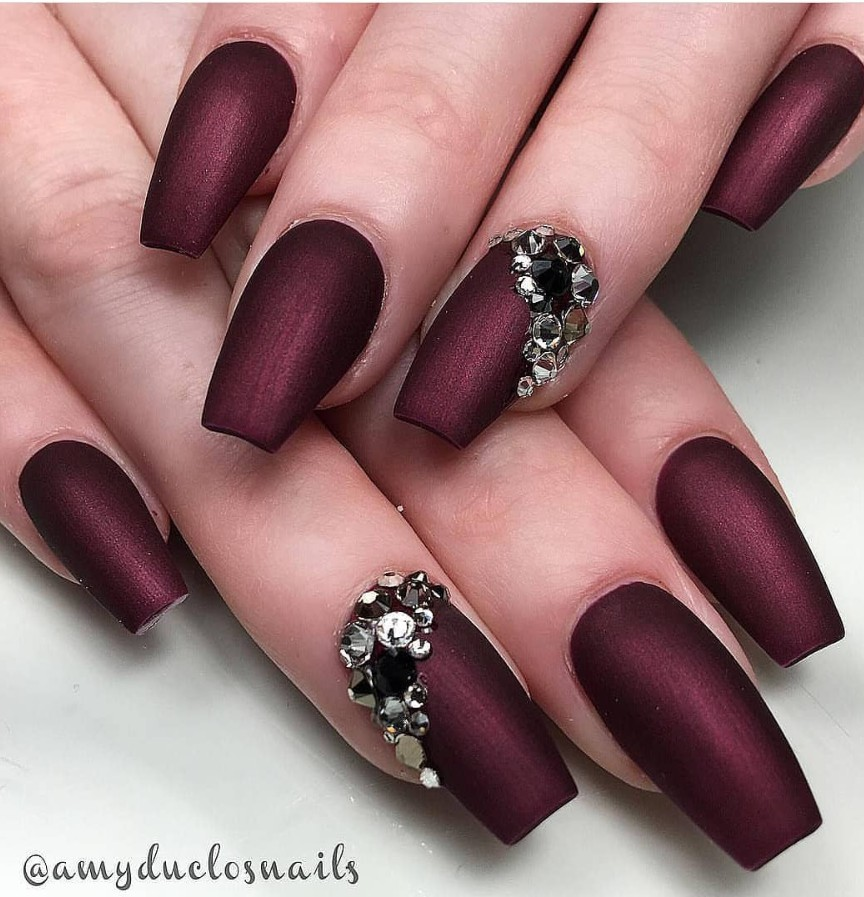 Coffin short burgundy nails, Artificial nails
