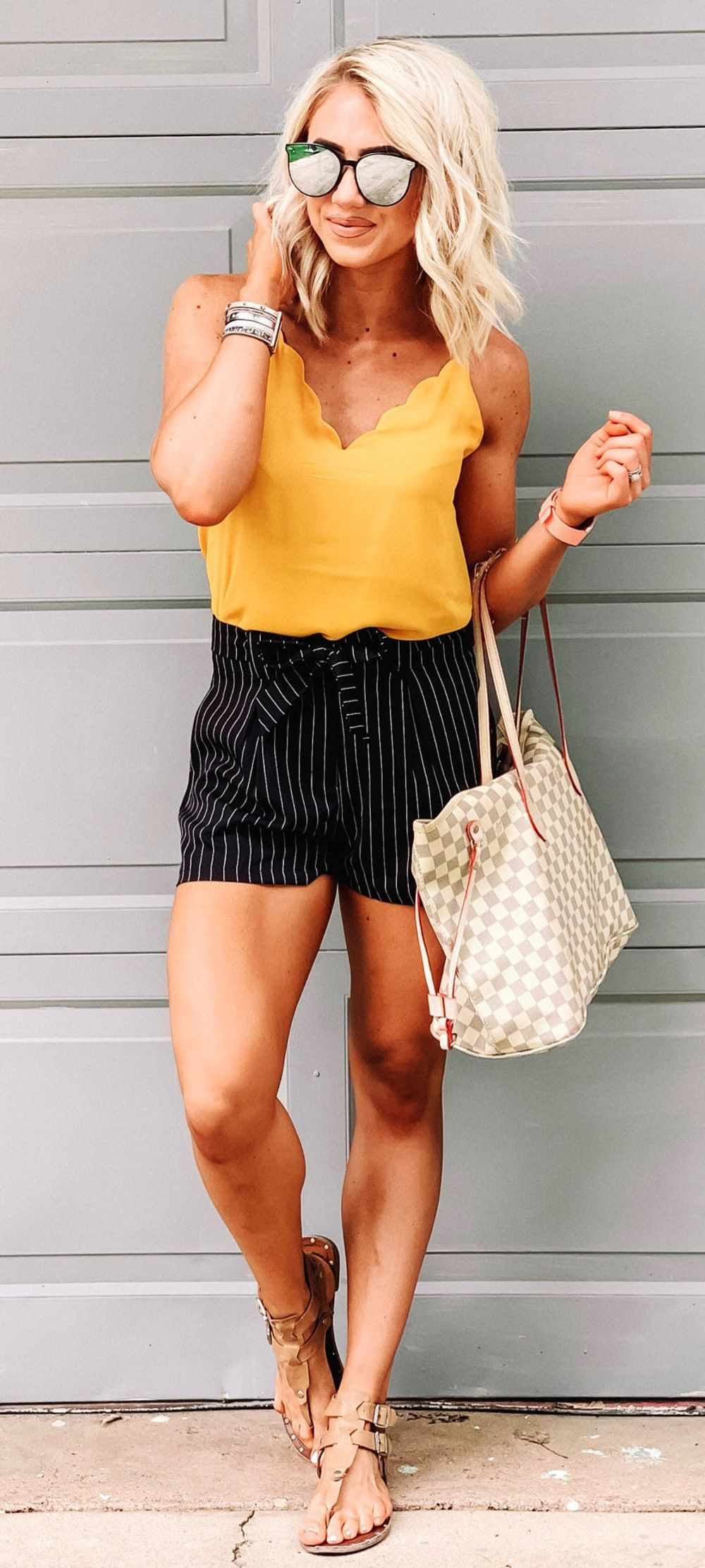 Trendy and classic fashion model, Pattern M