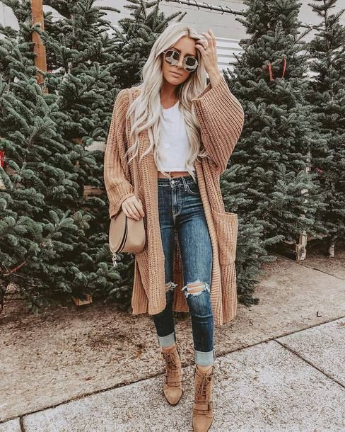 Ripped mom jeans and sweater outfit