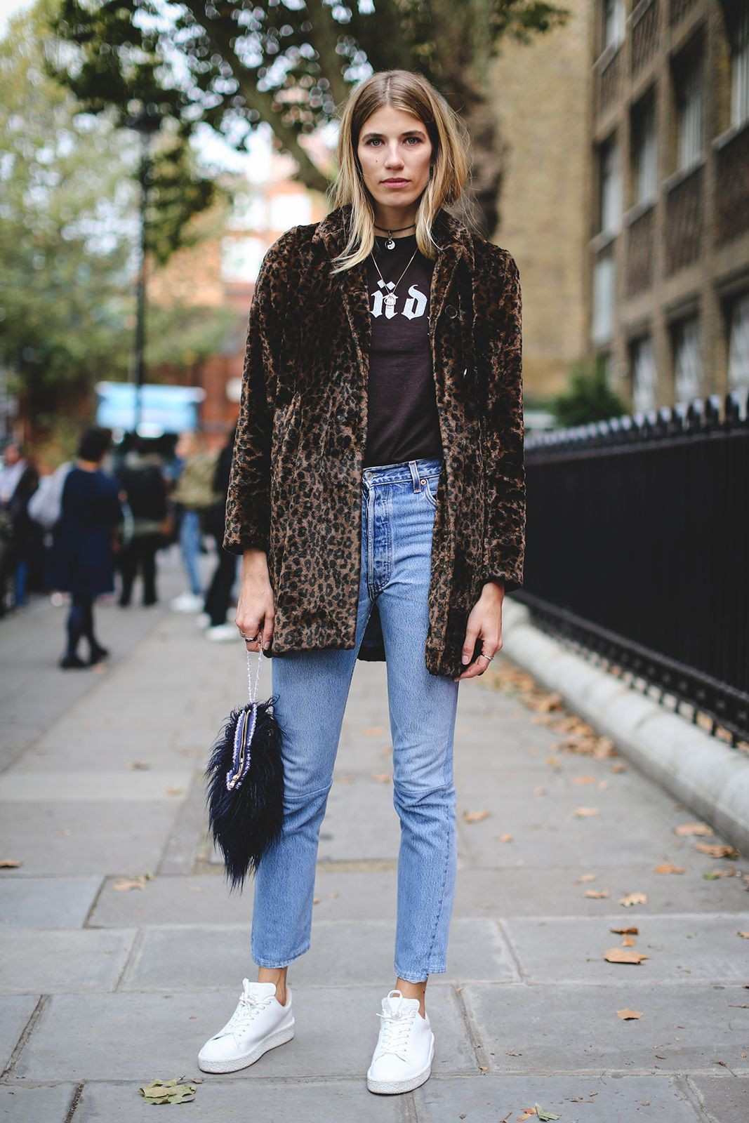 Street look fashion ideas veronika heilbrunner jeans, Manteau de fourrure